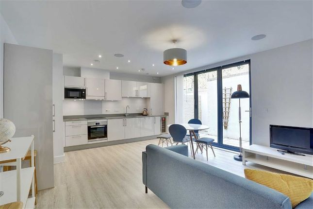 Thumbnail Flat for sale in Royal Springs, Tunbridge Wells, Kent