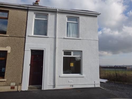 Thumbnail Flat to rent in Lower Cross Road, Llanelli
