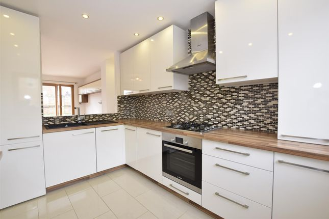 Thumbnail Flat to rent in Wavell Close, Yate, Bristol