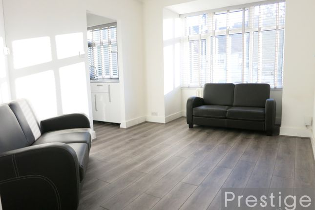 2 bed flat to rent in Alexandra Road, London