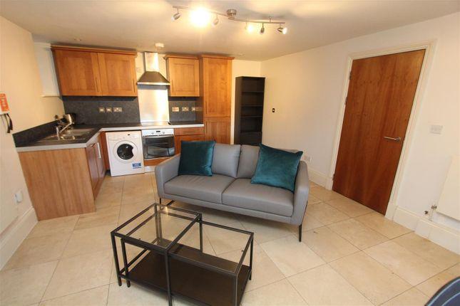 Thumbnail Flat to rent in Park Lane, Roundhay, Leeds