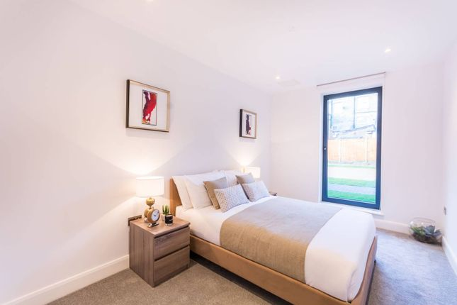 Thumbnail Flat for sale in Woodside Apartments, Canning Crescent, Wood Green