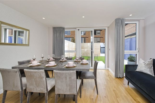 Thumbnail Flat for sale in Clapham Road, Stockwell