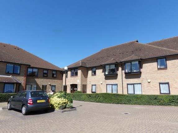Thumbnail Flat for sale in Queens Park Avenue, Billericay, Essex