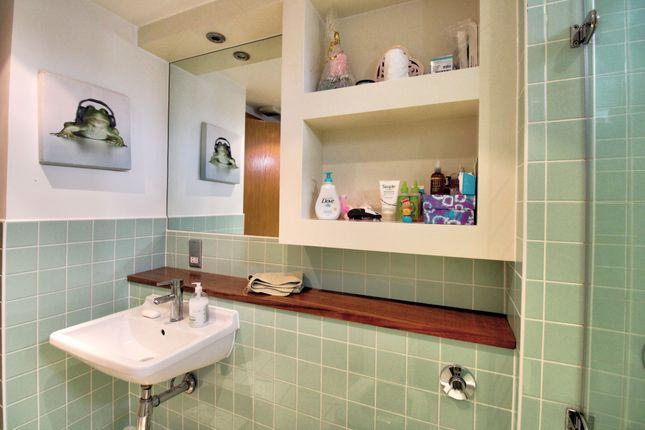 Family Bathroom of Dock Street, Edinburgh EH6