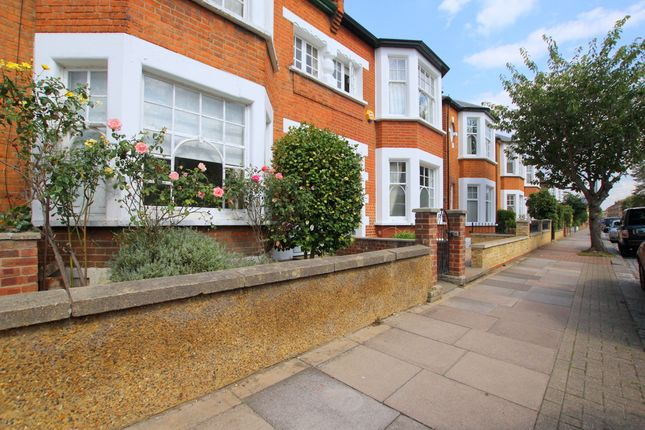 Maisonette in  Hotham Road  Putney  London S Putney