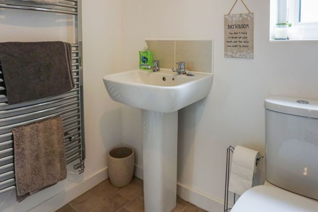 Family Bathroom of Snow Close, Sleaford NG34