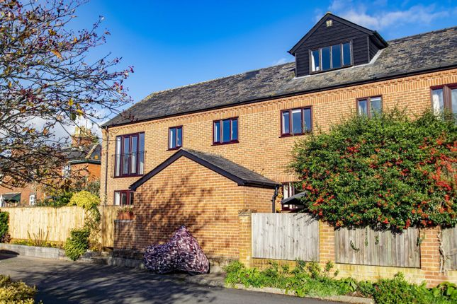 2 bed flat for sale in Queens Court, Goring, Reading RG8