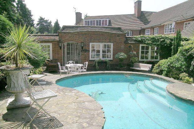Thumbnail Cottage to rent in Cavendish Road, Weybridge