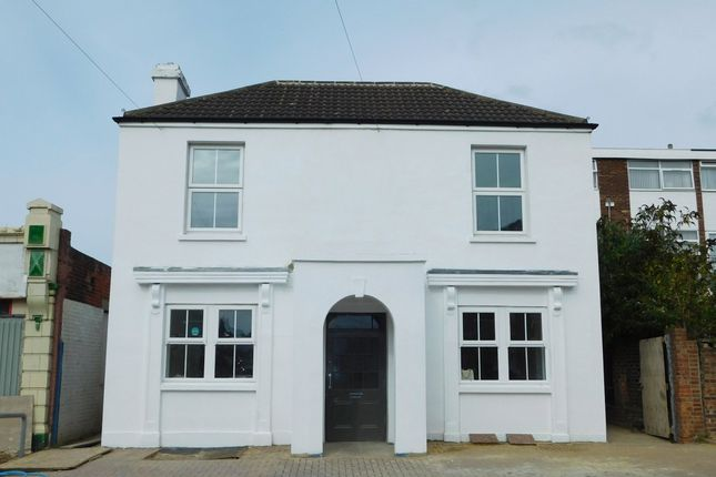 Thumbnail Flat for sale in Highland Road, Southsea