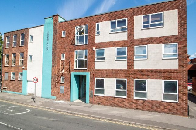 Thumbnail Flat to rent in Upper Street, Fleet