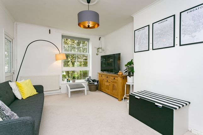 Thumbnail Flat to rent in Gracefield Gardens, London
