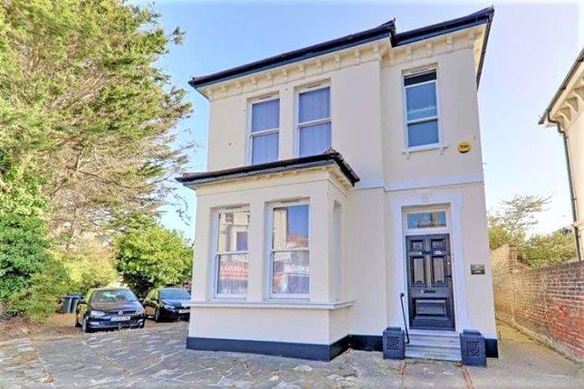 2 bed flat to rent in Teville Road, Worthing BN11