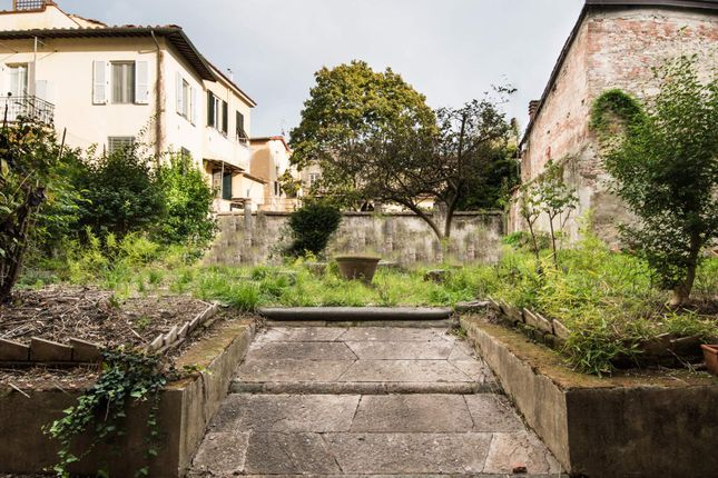 4 bed apartment for sale in Via Galli Tassi, 55100 Lucca Lu, Italy