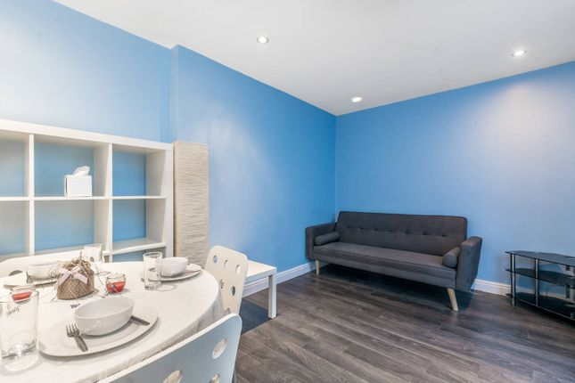 Flat for sale in Gloucester Terrace, Bayswater, London