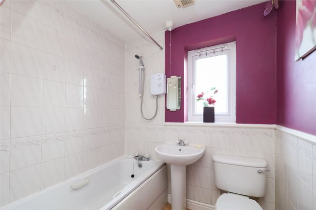 Bathroom of Jordanthorpe Green, Sheffield S8
