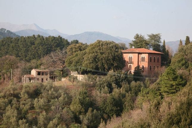 5 bed town house for sale in Via Carroggio, Lucca, Lucca