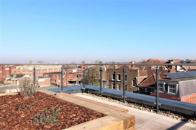 Thumbnail Studio to rent in Harefield Road, Uxbridge
