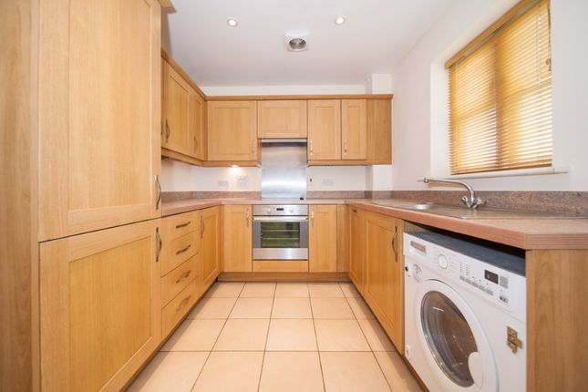 2 bed flat to rent in Robson Avenue, Willesden Green, London