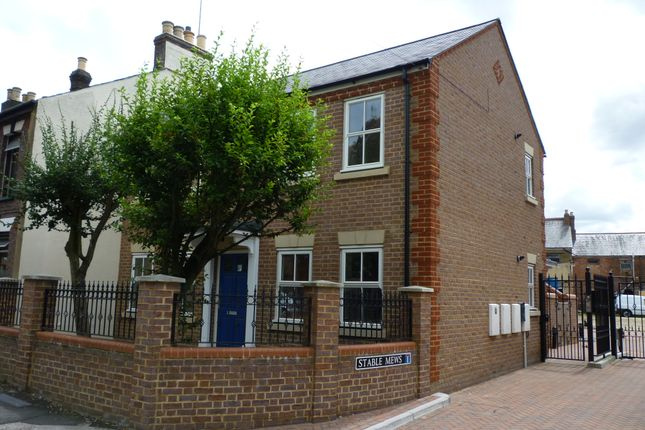 2 bed maisonette to rent in Stable Mews, Luton, Beds
