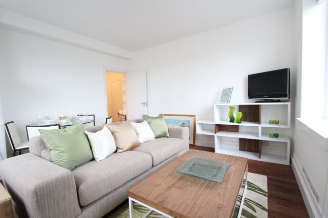 Thumbnail Flat to rent in Chelsea Manor Street, London