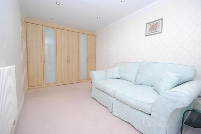 Bedroom Suite: of Sunninghill Court, Sunninghill, Ascot SL5