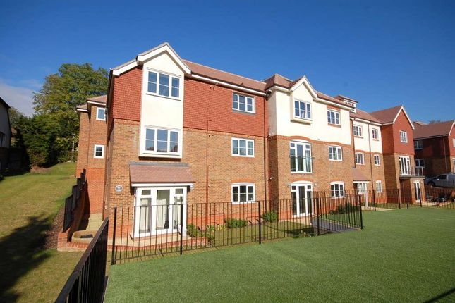 Thumbnail Flat to rent in St. Monicas Road, Kingswood, Tadworth