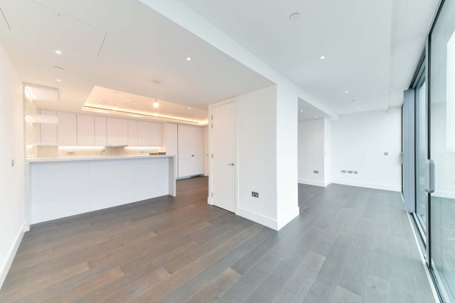 Thumbnail Flat to rent in Carrara Tower, 250 City Road, Islington