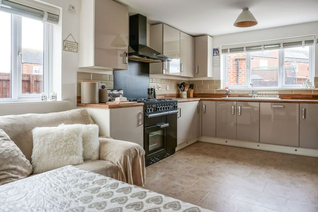 Living Kitchen of Bosworth Way, Leicester Forest East LE3