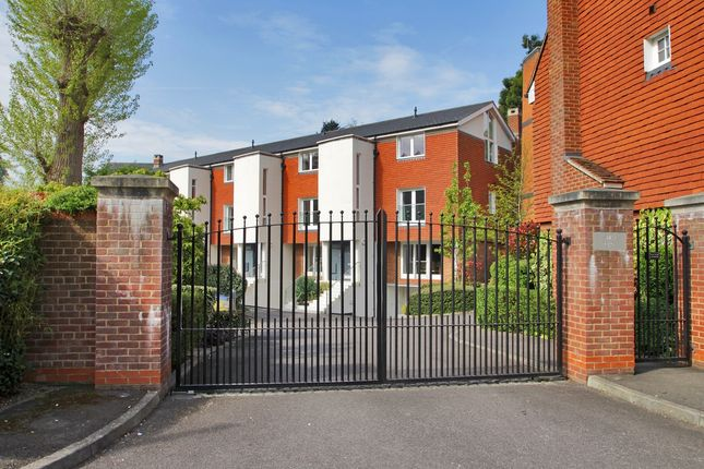 Thumbnail Town house to rent in Swan Place, Westerham