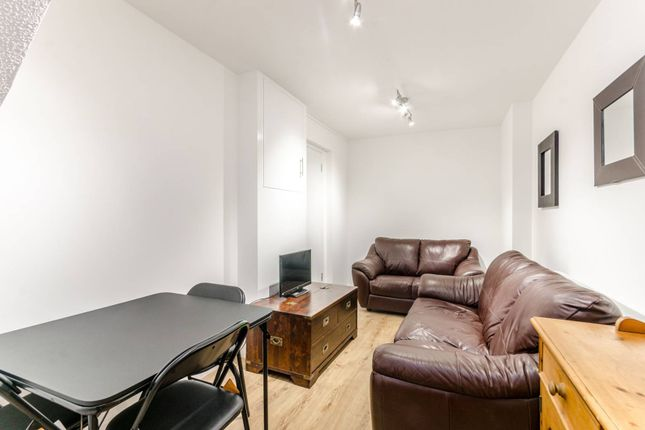 Thumbnail Flat to rent in Roding Mews, Wapping