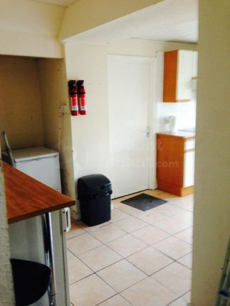 Thumbnail Shared accommodation to rent in Castle Street, Pontypridd, Rhondda Cynon Taff