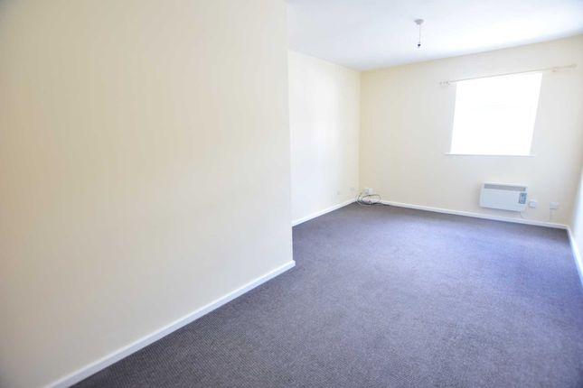 Thumbnail Flat to rent in Freckleton Street, Kirkham, Preston