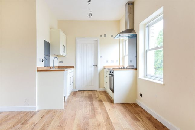 Thumbnail Flat to rent in Market Square, Witney