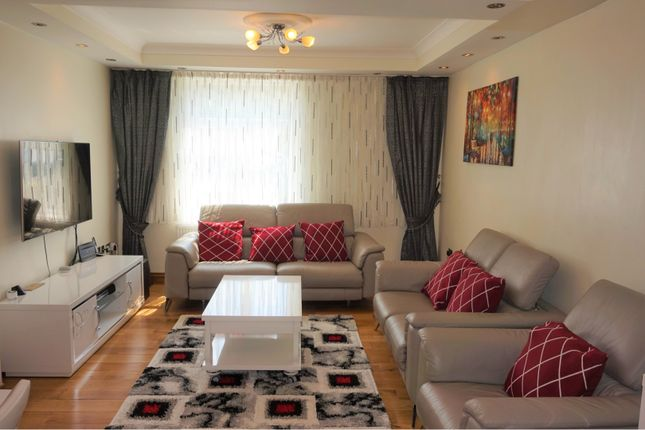 Thumbnail Terraced house for sale in Ivorydown, Bromley