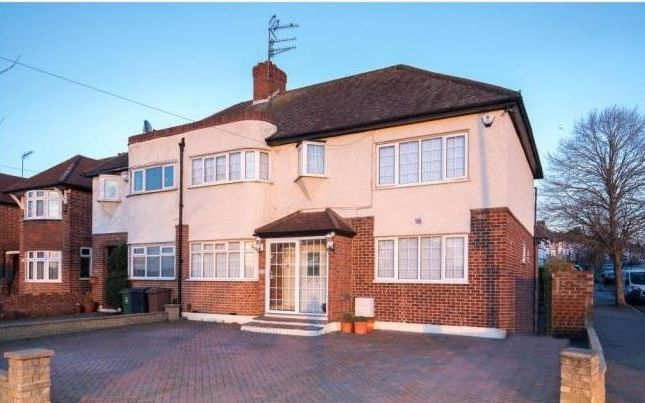 Thumbnail Terraced house to rent in Sewardstone Road, Chingford