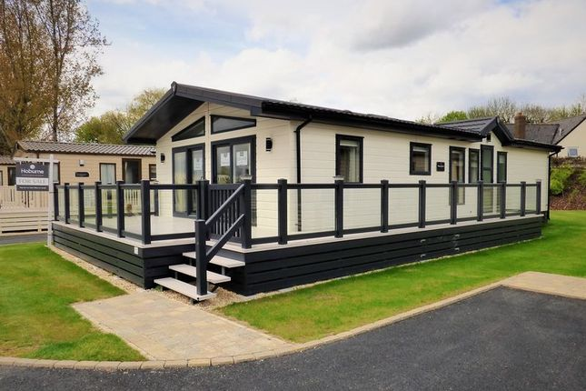 Thumbnail Mobile/park home for sale in Broadway Lane, South Cerney, Cirencester