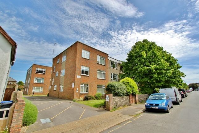 Thumbnail Flat to rent in Clifton Road, Worthing