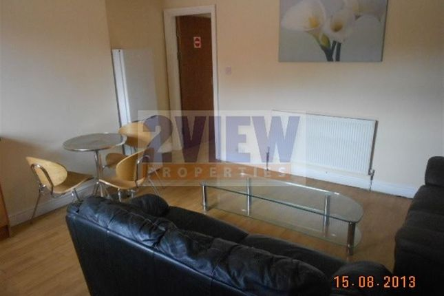 3 bed flat to rent in Brudenell Road, Leeds, West Yorkshire