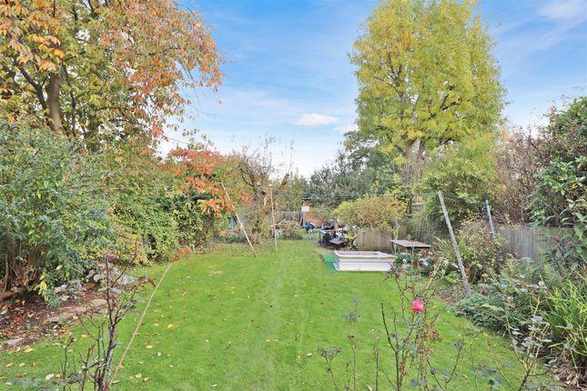 Pa Garden (2) of Park Avenue, St.Albans AL1