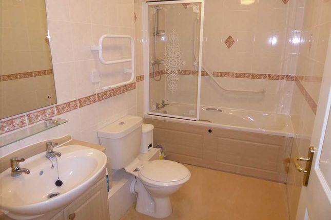 Bathroom of Milward Court, Warwick Road, Reading RG2