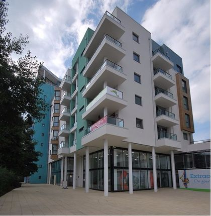 2 bed flat to rent in Maritime Walk, Ocean Village, Southampton