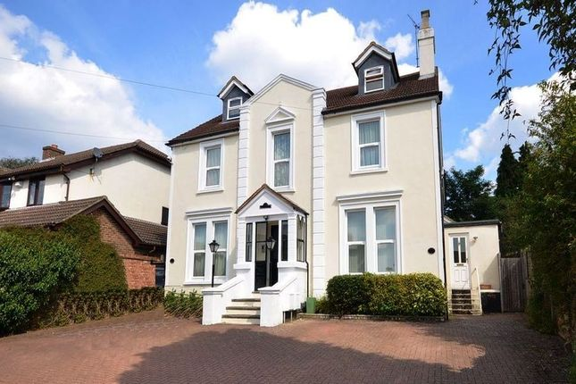 Thumbnail Flat to rent in Woodlands Road, Camberley