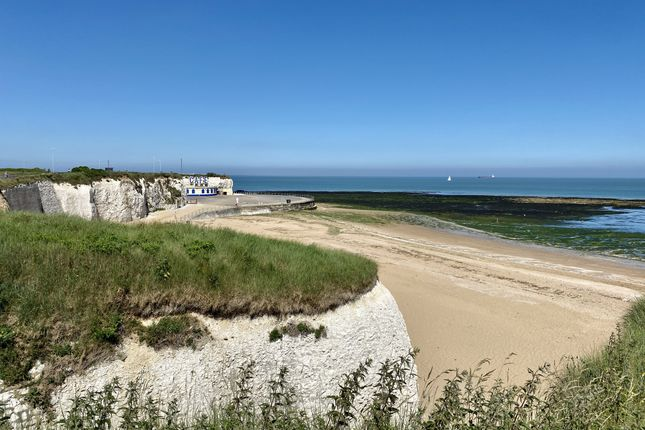 Thumbnail Flat to rent in Northumberland Avenue, Cliftonville, Margate