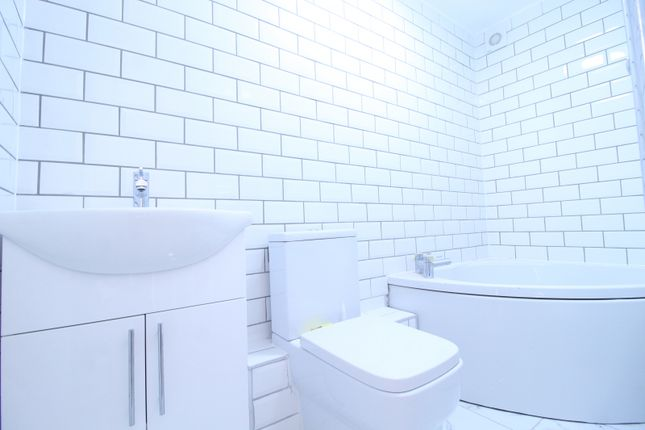 Thumbnail Flat to rent in Clifden Road, London