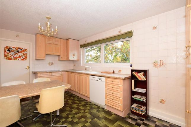 Thumbnail Flat for sale in Sunset Avenue, Woodford Green, Essex