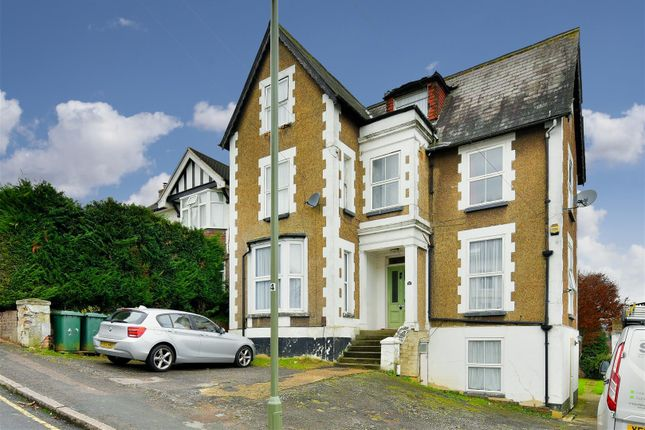 1 bed flat to rent in Upper Bridge Road, Redhill