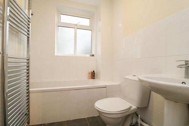 Bathroom of High Street South, Dunstable LU6