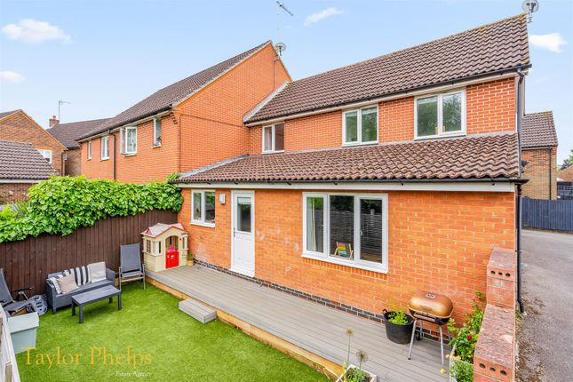 3 bed property for sale in Lady Margaret Gardens, Ware SG12
