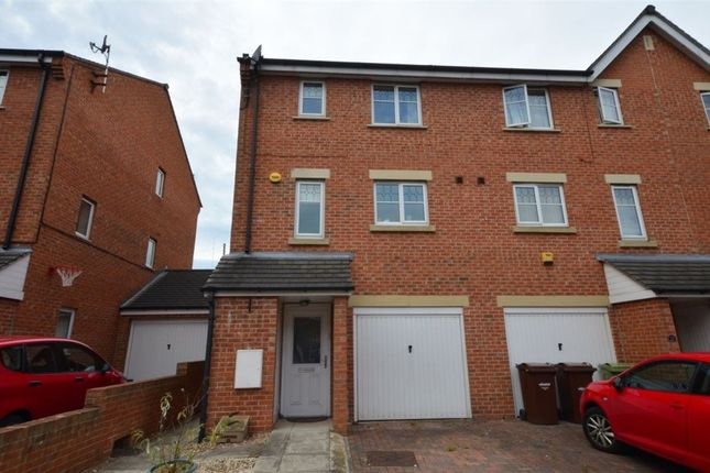 Thumbnail Town house to rent in Bailey Close, Pontefract
